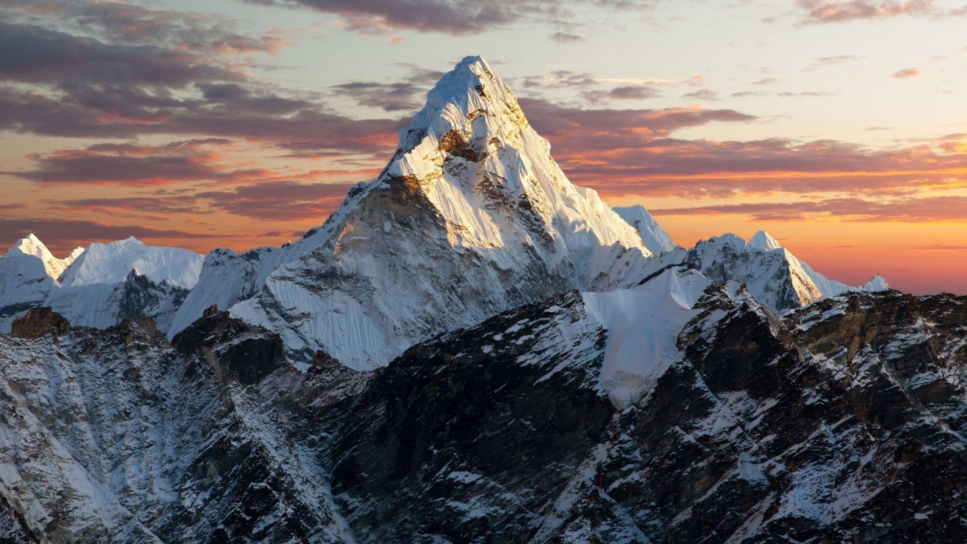 Еверест е достъпен за алпинисти, но тази година ще е сложно