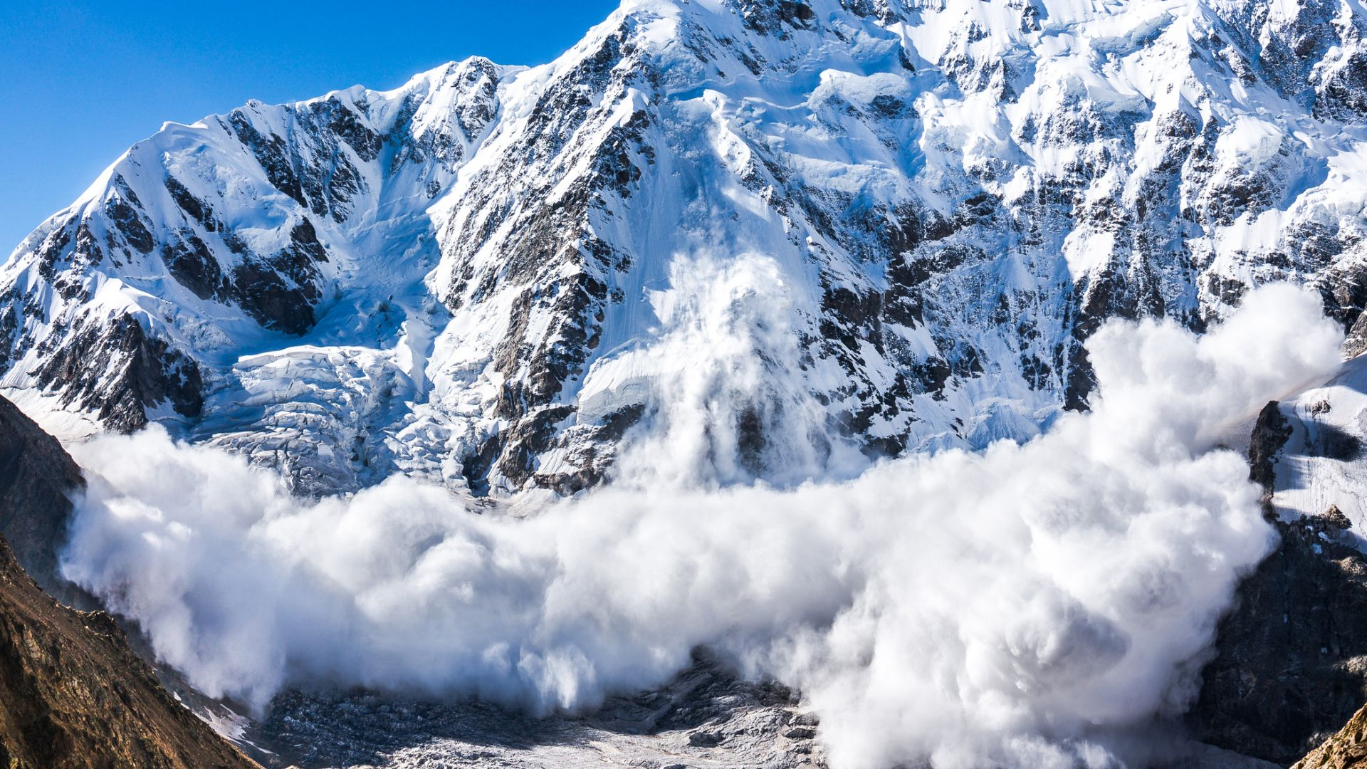 Екстремна лавинна опасност в Австрийските Алпи