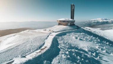 Зимата е още тук: Неземни снежни пейзажи из България (снимки)