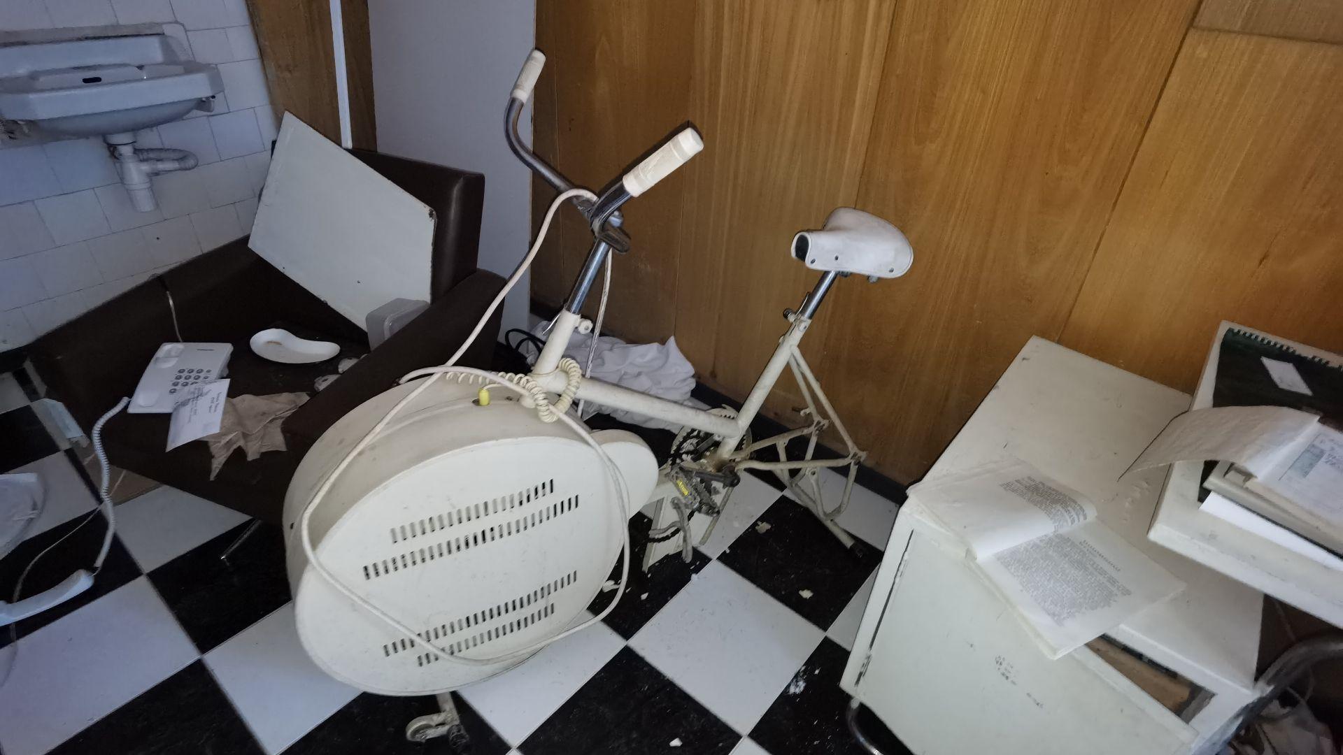 Лекарски кабинет със социалистически велоаргометър