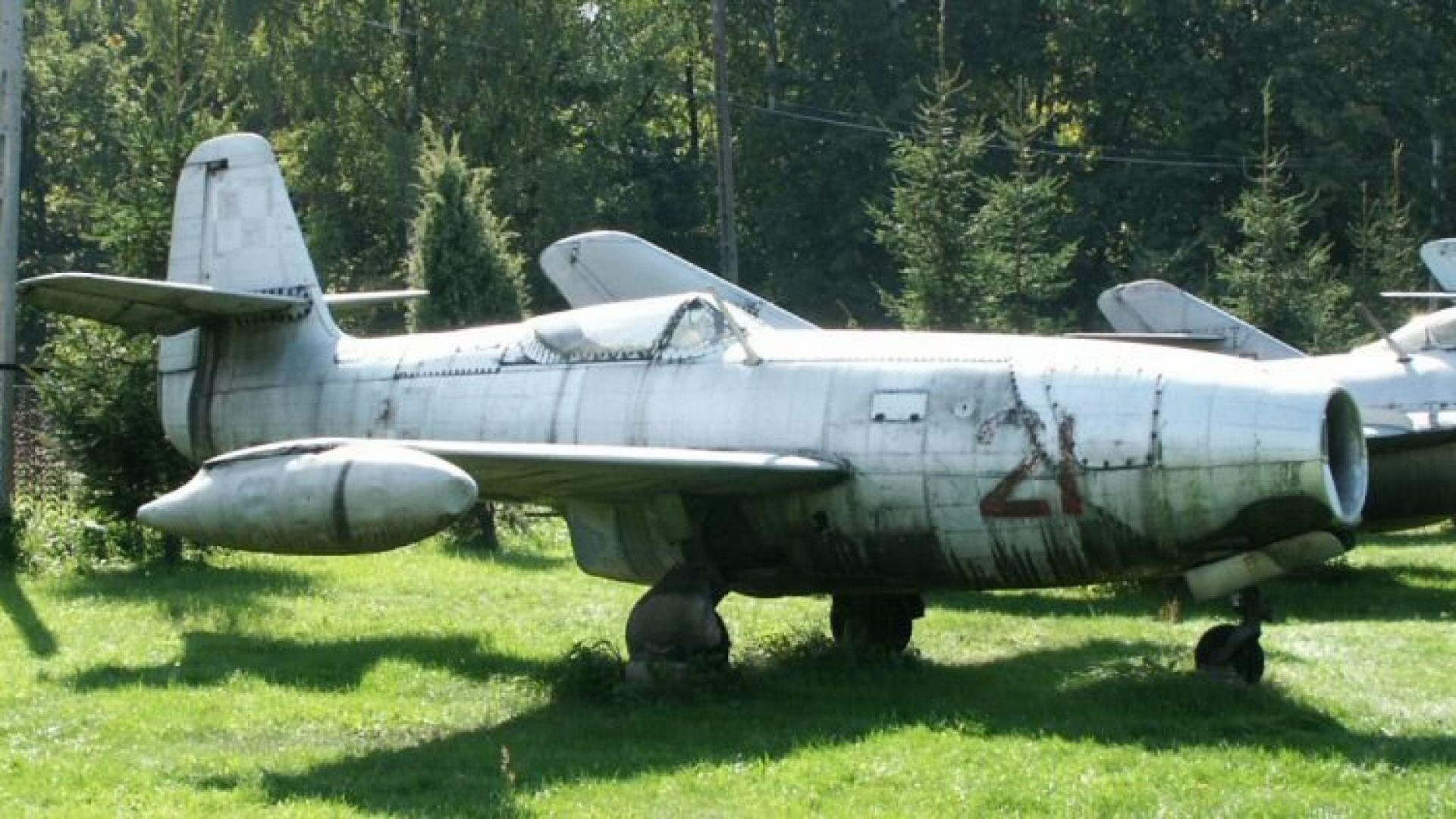 Кой бе първият реактивен самолет на ВВС на България (снимки)