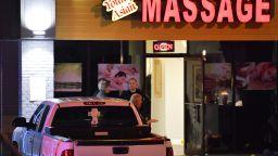 Осем души разстреляни в три салона за масаж в щата Джорджия