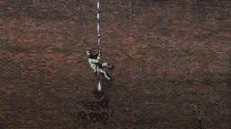 Вандали повредиха графита на Банкси със затворника в Рединг
