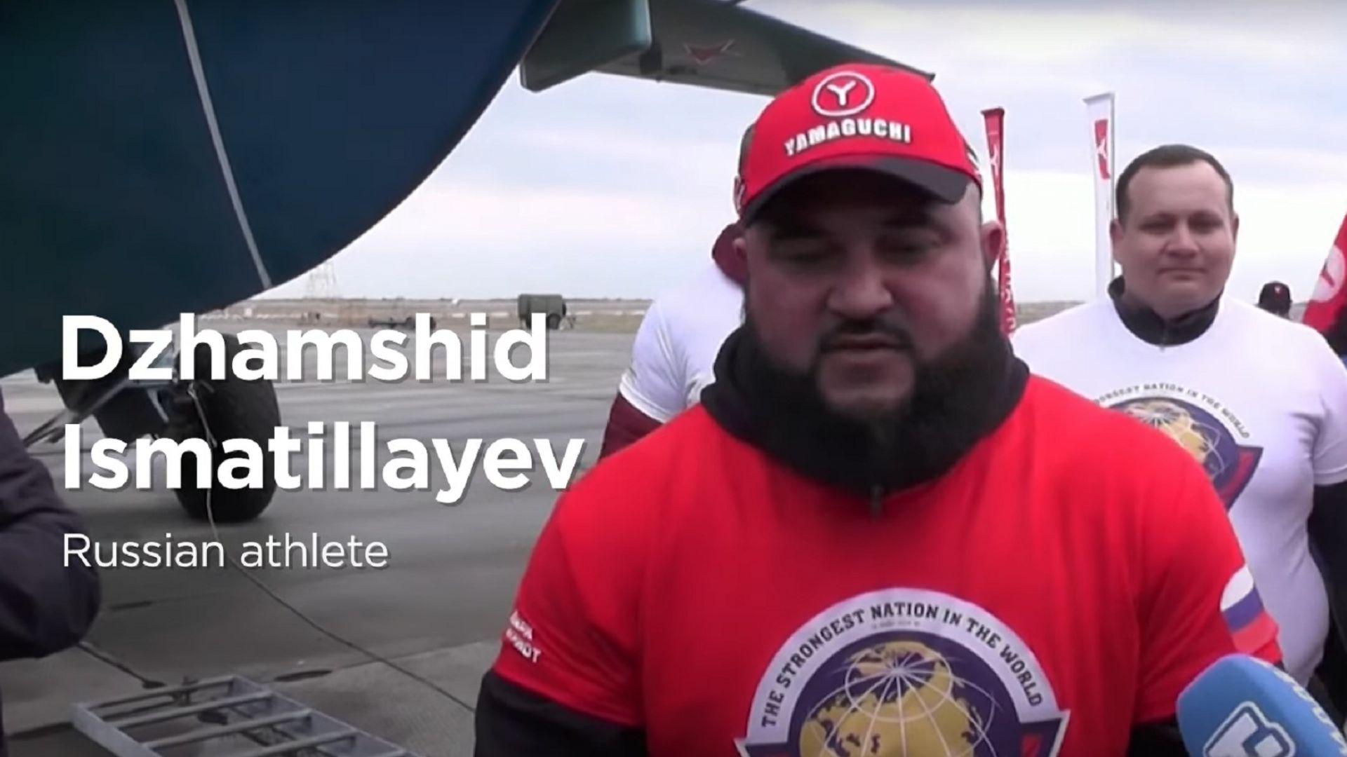 Руски тежкоатлет постави рекорд, теглейки военен самолет