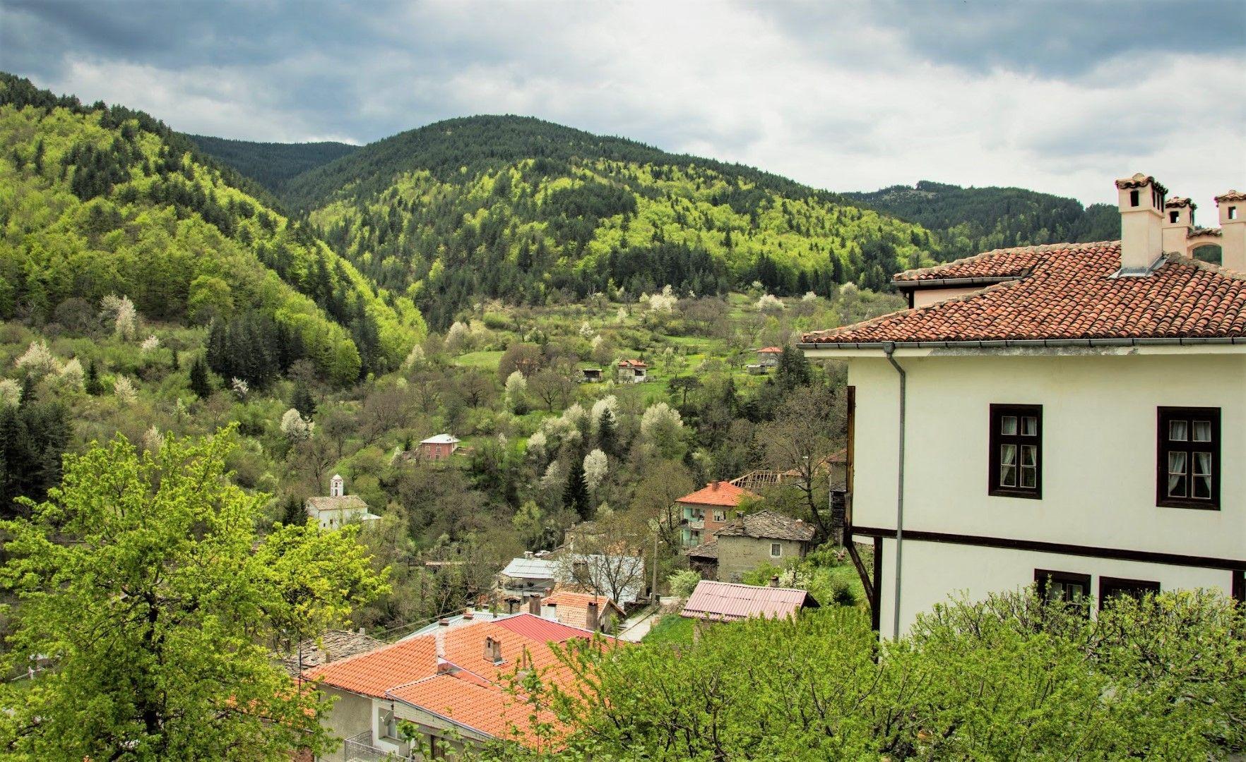 Село Орехово, Родопите през пролетта