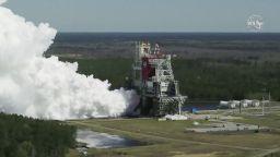 НАСА изпита успешно двигателите на новата си ракета за астронавти на Луната (видео)