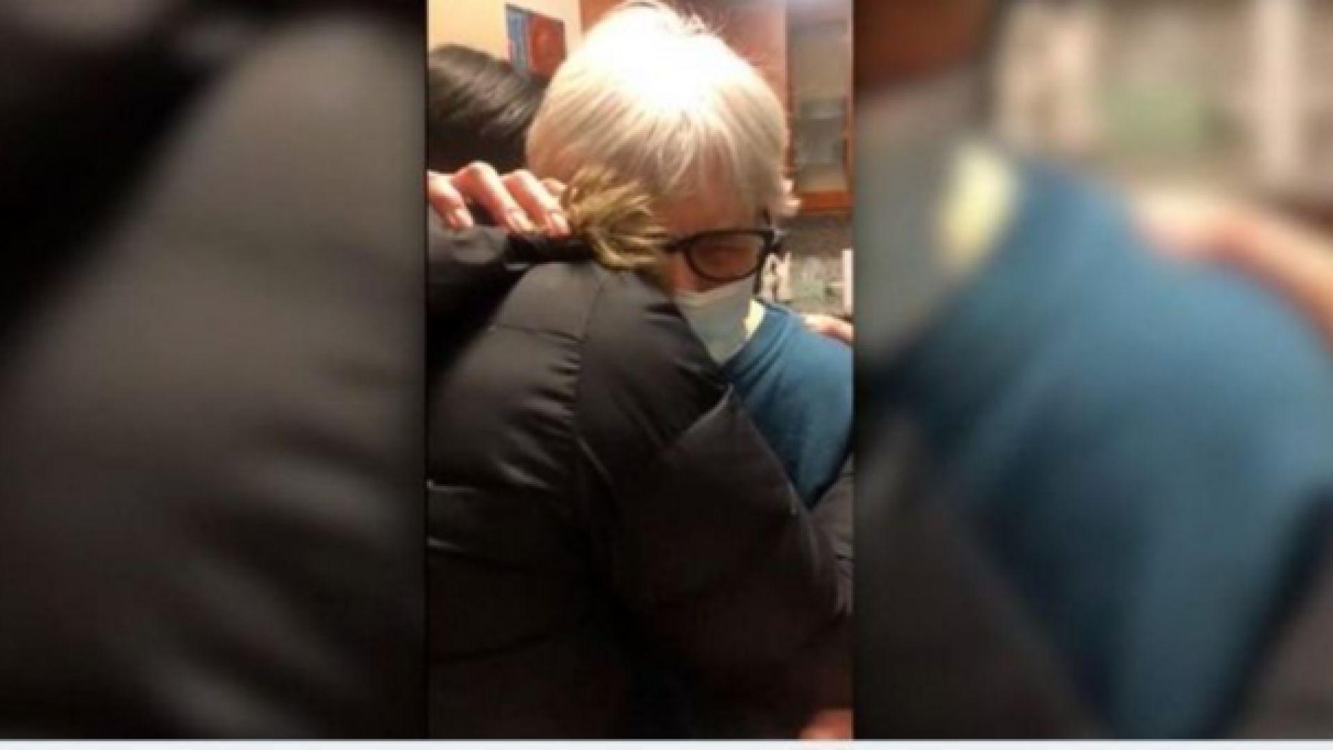 Американска баба получи лекарско предписание за прегръдка с внучката си