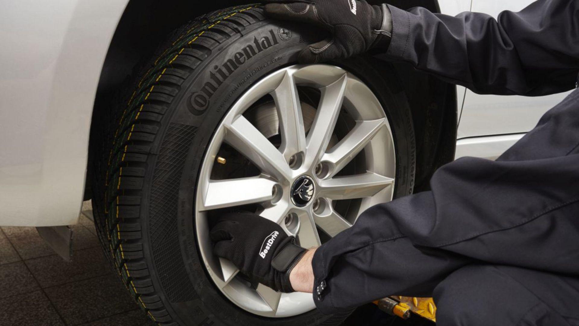 Срязаха гумите на две паркирани коли на пловдивски булевард