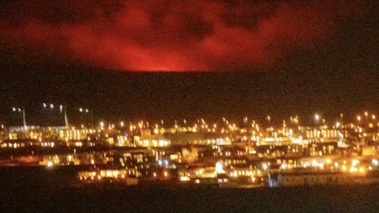 Вулканично изригване започна в Югозападна Исландия близо до столицата Рейкявик