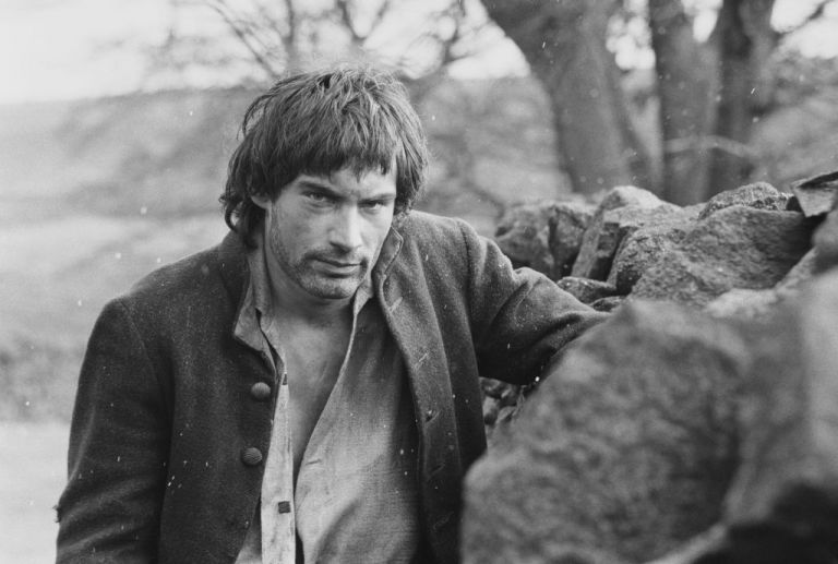 """Тимъти Далтън в ролята на Хийтклиф в """"Брулени хълмове"""""""