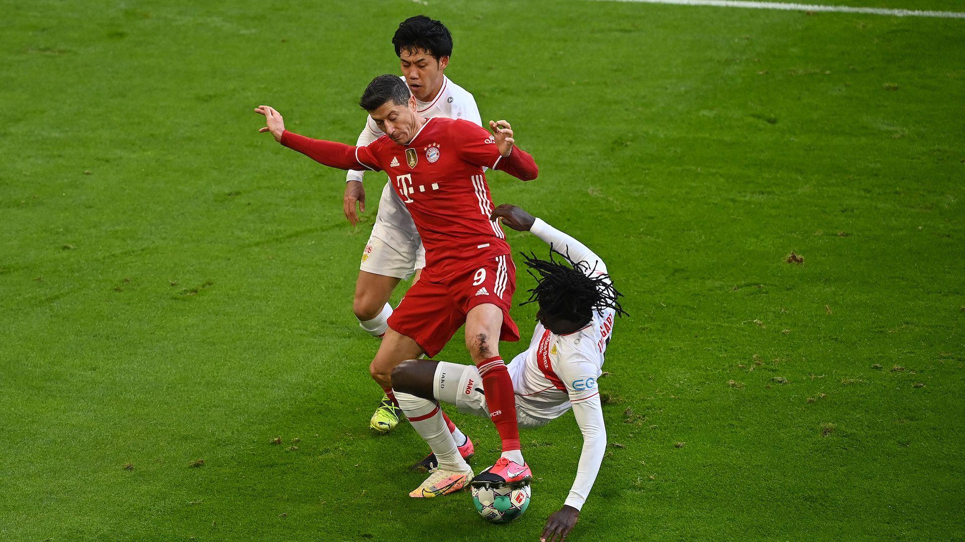 Бърз червен картон разгневи Байерн и Левандовски и доведе до разгром