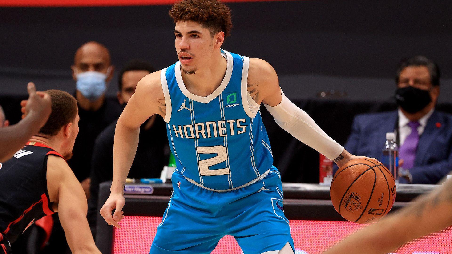Счупена китка и край на сезона за една от младите звезди на НБА