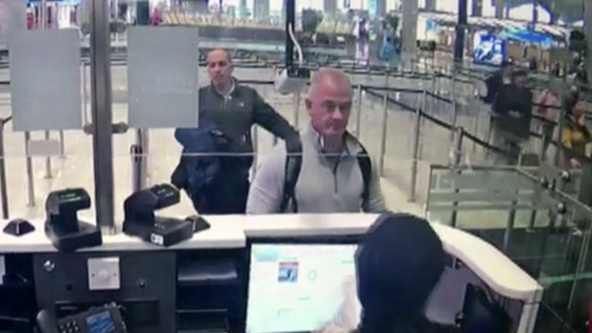Американците Майкъл Тейлър и синът му Питър, бяха предадени от САЩ на Япония и сега са изправени пред три години затвор по обвинение за помагачество прибягството на Карлос Гон