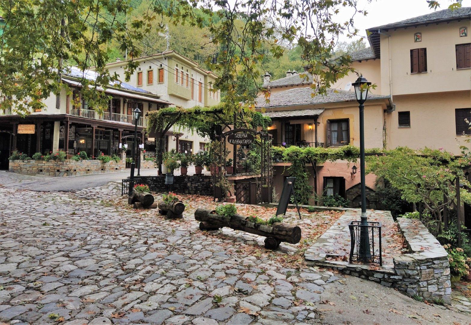 Площадът на Кисос