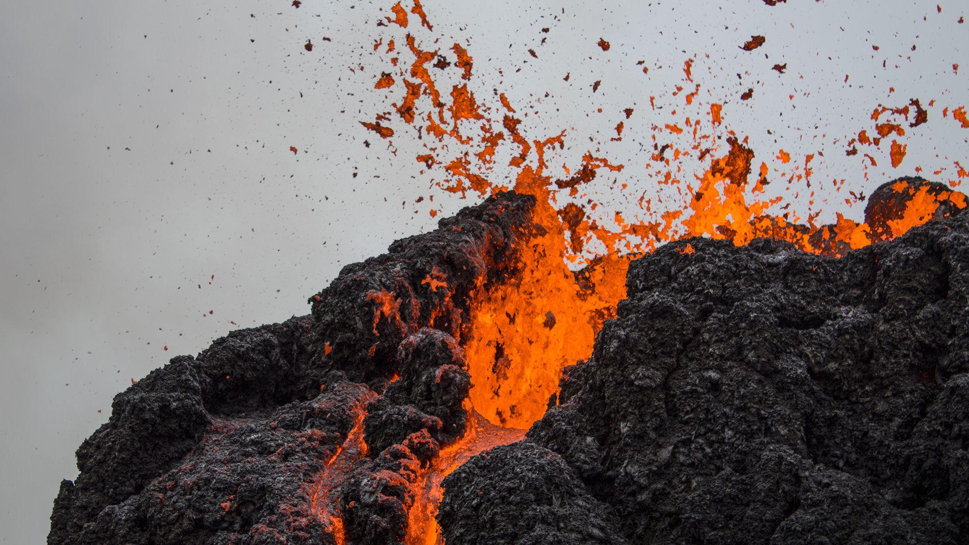 Колко са действащите едновременно вулкани