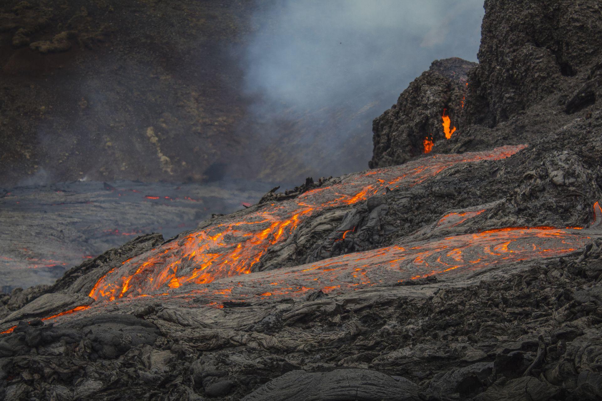 Изригването на вулкана на полуостров Рейкянес на около 50 км от исландската столица Рейкявик