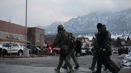 Десет души са убити при стрелбата в супермаркет в Колорадо