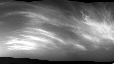 НАСА засне облаци на Марс