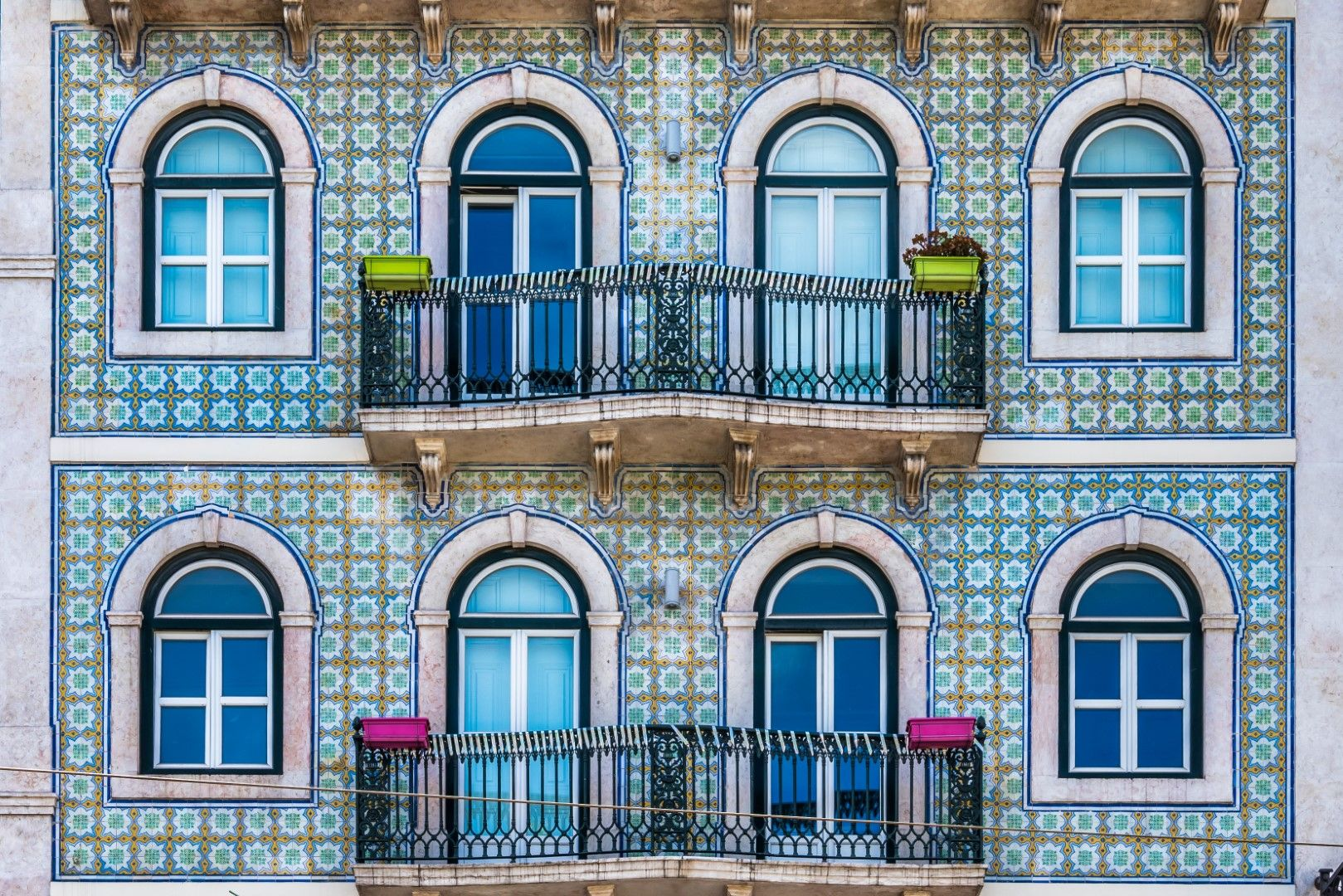 Фасада с плочки азулежу