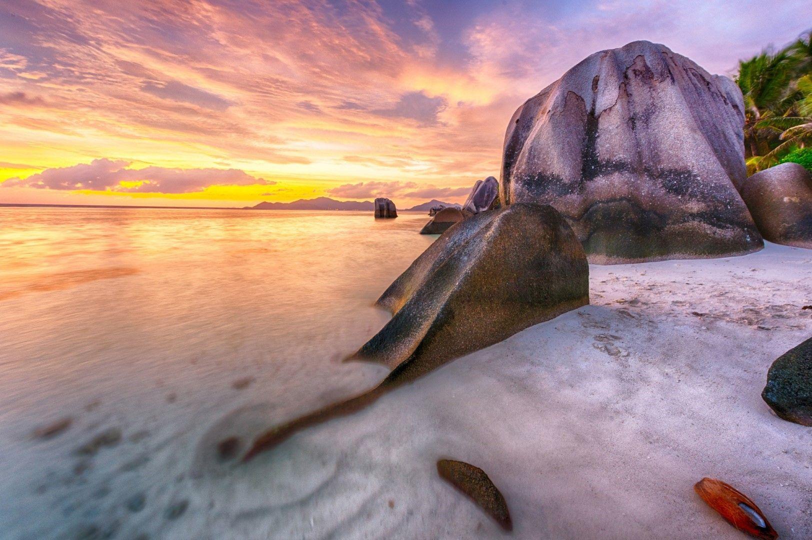 Плаж Анс Сорс д'Аржан, Сейшелите, почти изцяло погълнат от прилива