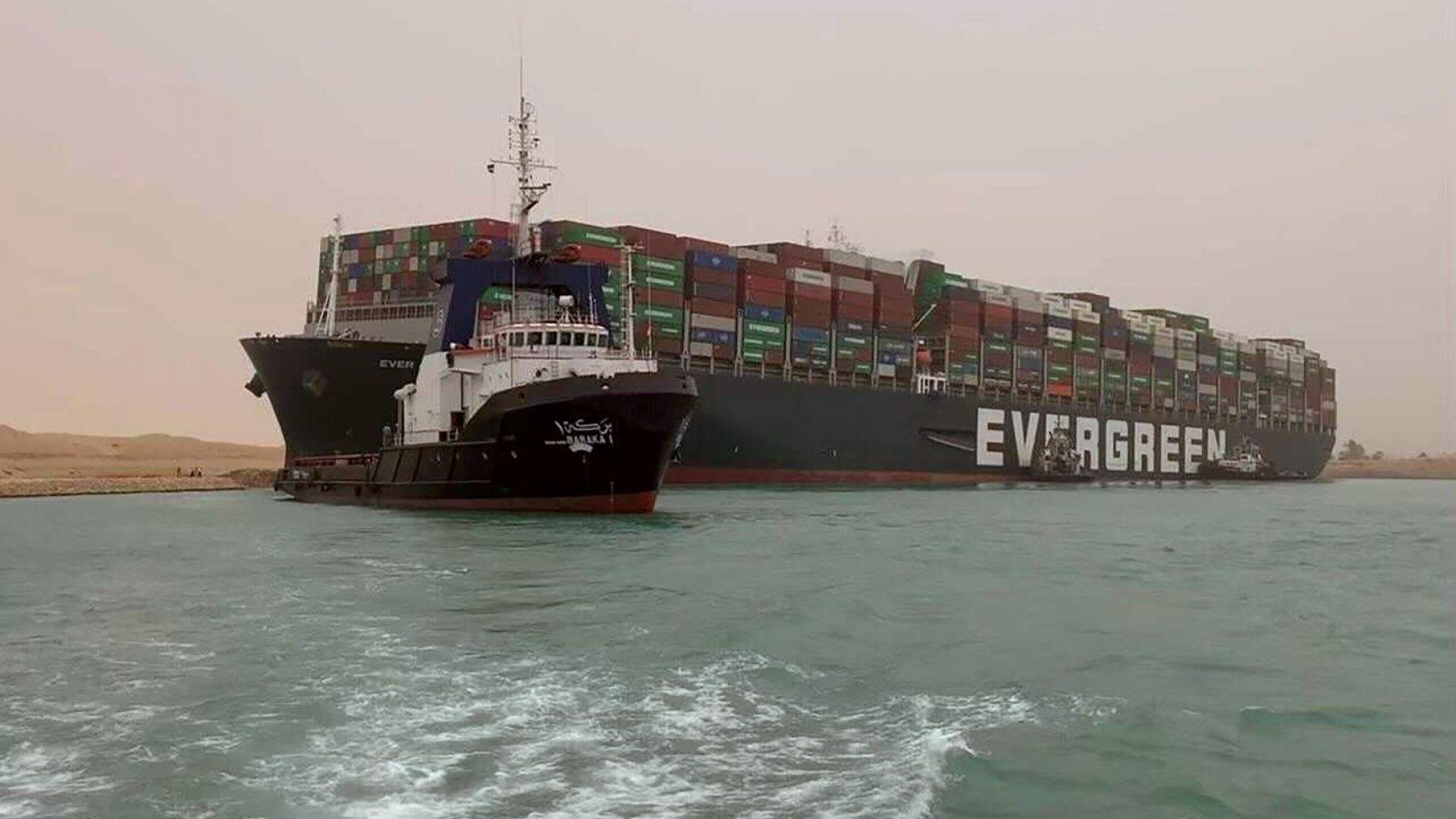 Стоки за почти $10 млрд. блокирани в Суецкия канал