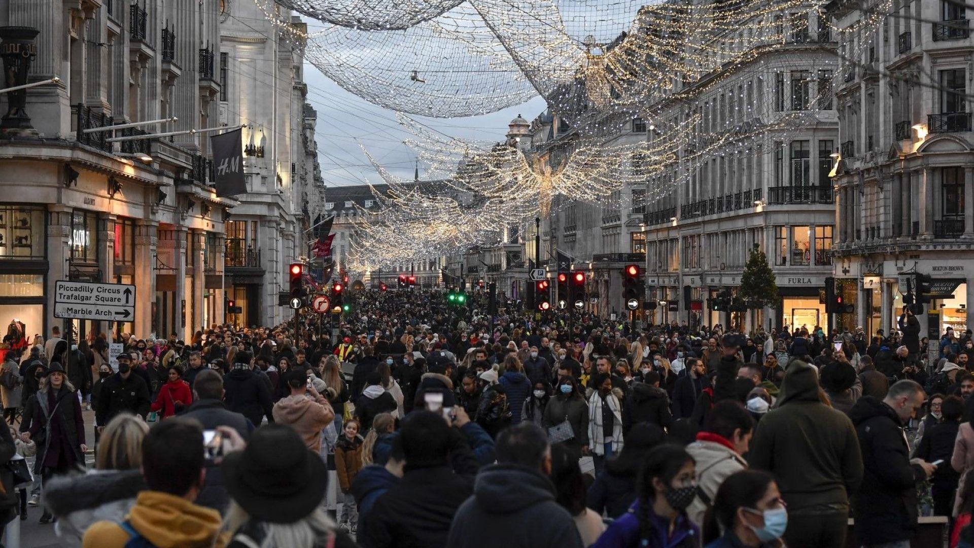 Евтини дрехи и коли натиснаха британската инфлацията надолу