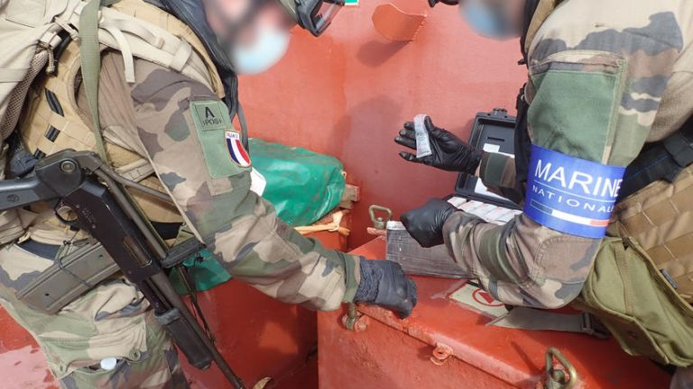 Френските военни съобщиха, че са заловили 6 тона кокаин на