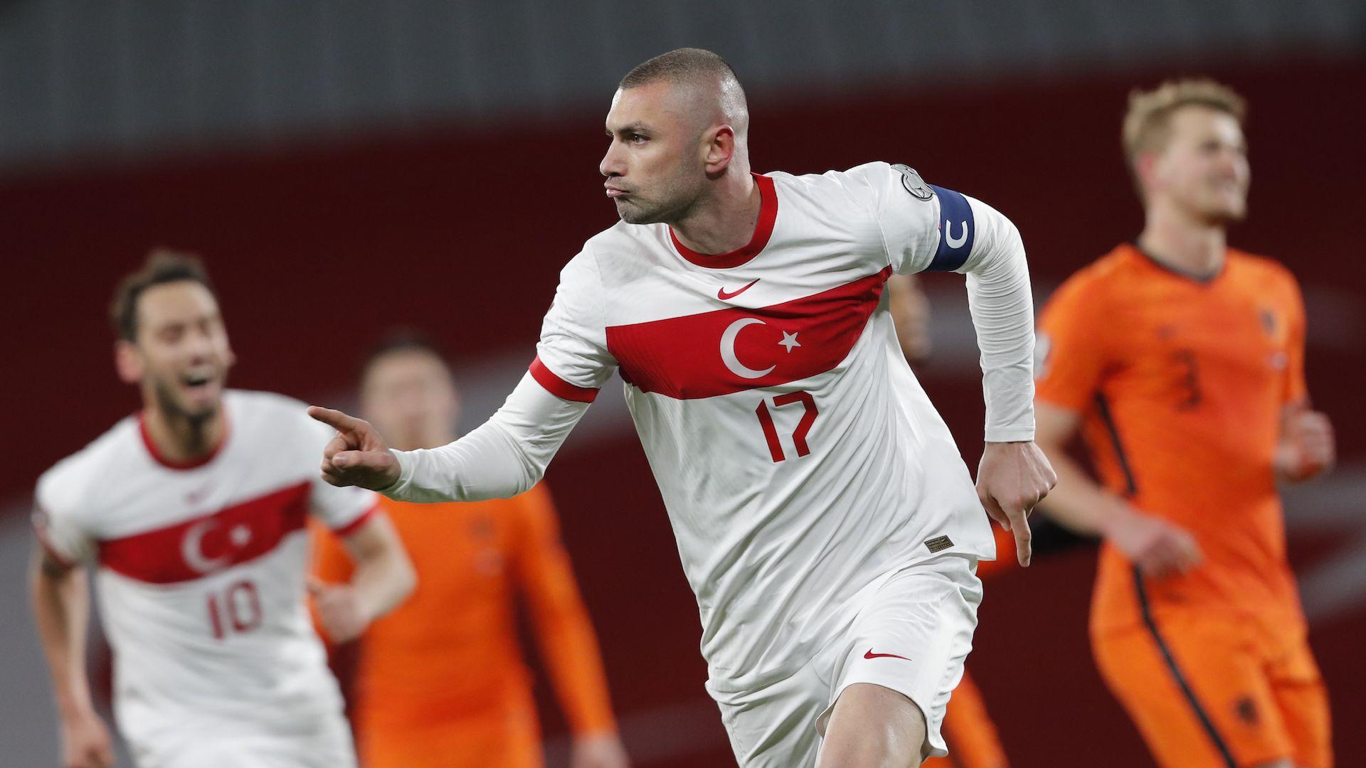 Три гола на 35-годишен шокираха Нидерландия в Истанбул