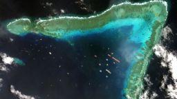 """Пекин """"паркира"""" стотици кораби в Южнокитайско море, Филипините реагираха (снимки)"""