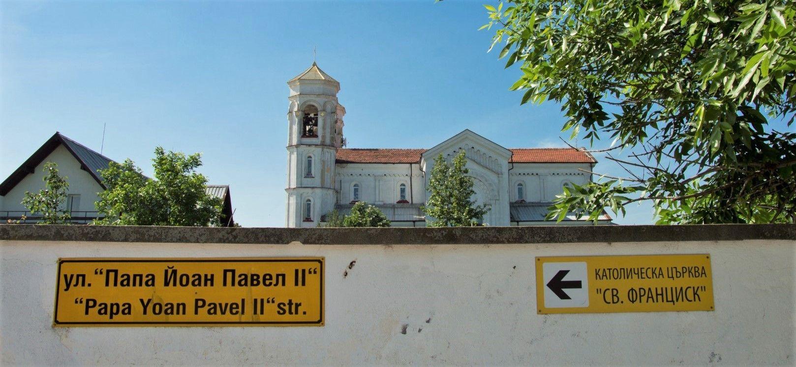 Католическата църква в Белозем