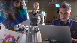Цифрова творба на хуманоидния робот София беше продадена на търг за близо 700 000 долара