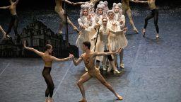 """Болшой театър представи балета """"Орландо"""" по едноименния роман на Вирджиния Улф"""