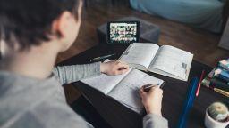 Заради дистанционното обучение: Слабите ученици са станали още по-слаби