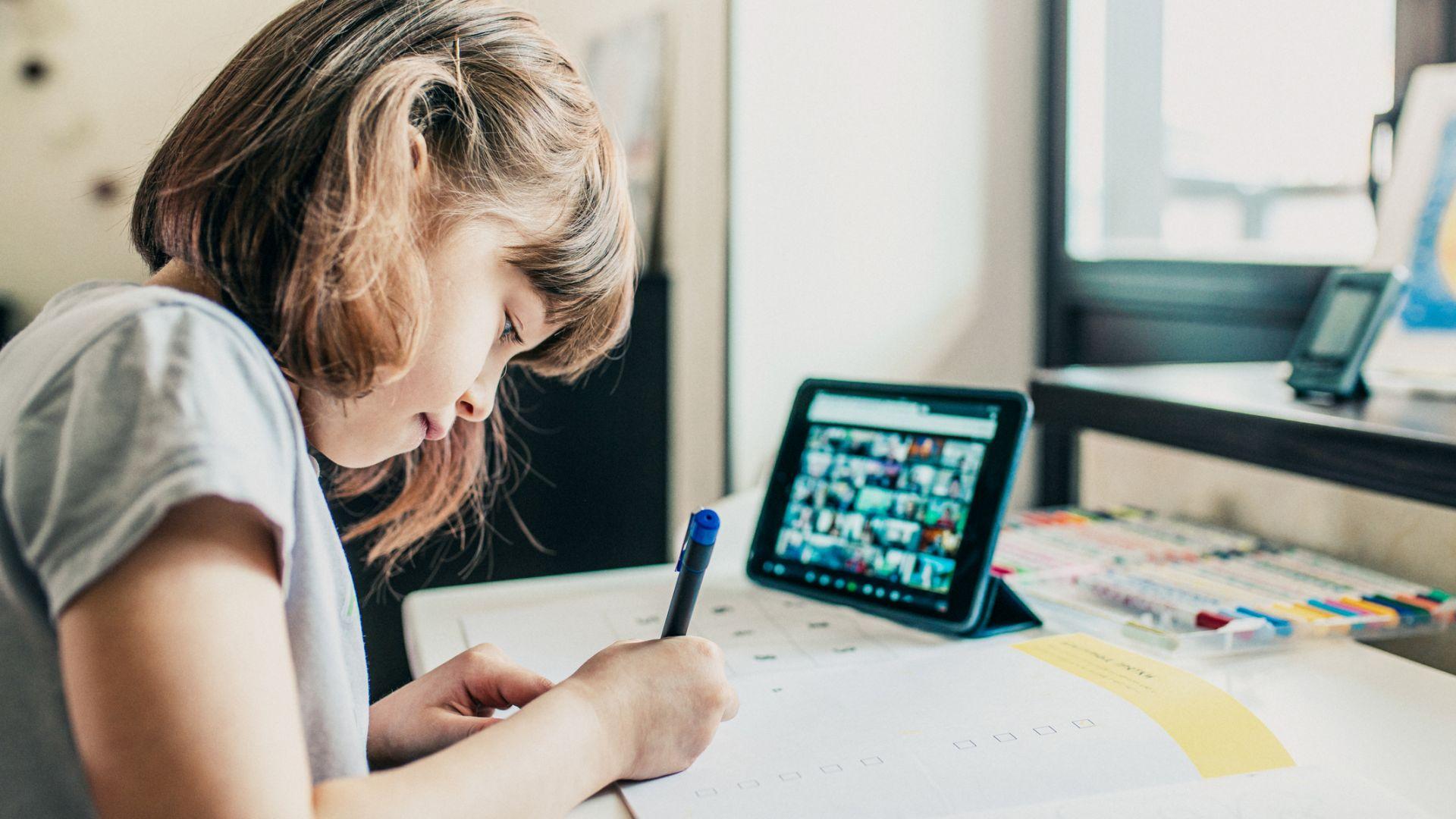 Изборът на устройство е ключов при изграждането на пълноценна обстановка за дистанционно обучение