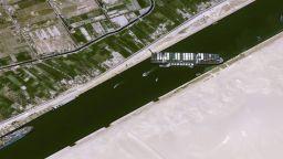 Търговска катастрофа: Няма скорошно измъкване на кораба, задръстил Суецкия канал