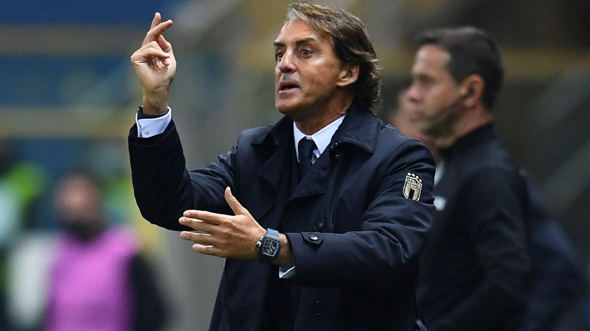 """Италия се поклони на Манчини - сравни го с Клоп и Гуардиола, а отборът му е """"машина"""""""