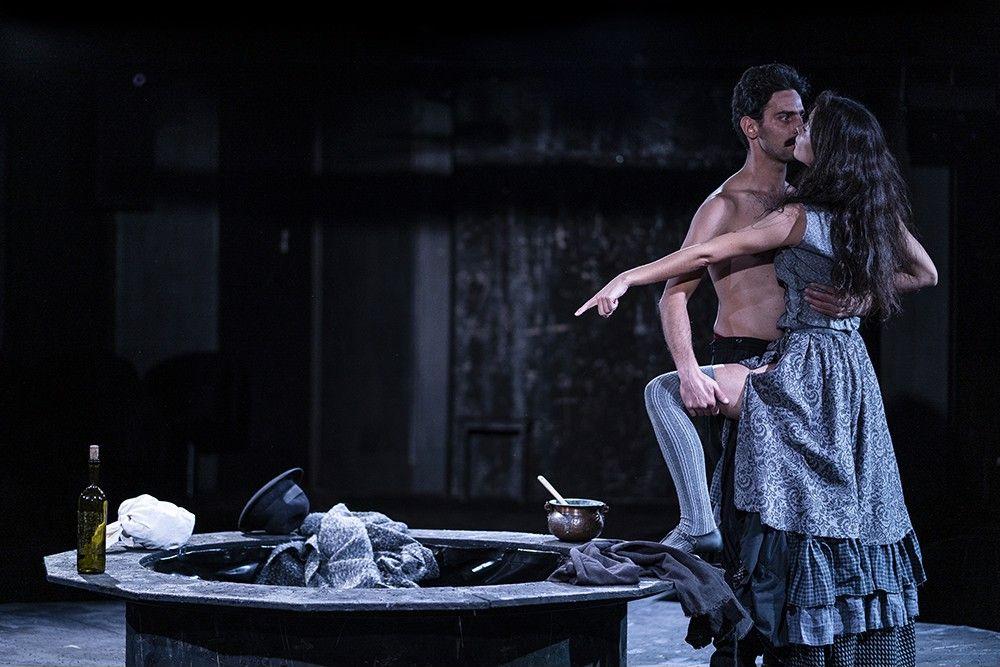 """Елена в пиесата """"Наблюдателите"""" на сцената на Народния театър"""