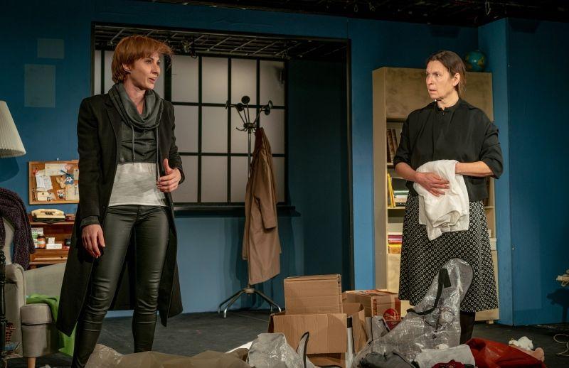 """Светлана Янчева (вдясно) е номинирана за """"Икар"""" 2021 за водеща женска роля в пиесата """"Боклук"""""""