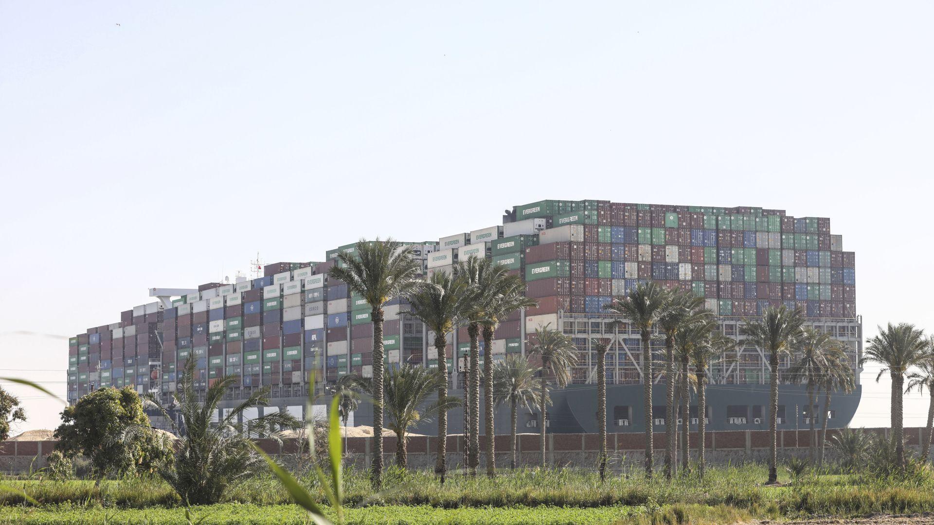 Поскъпване и недостиг на продукти заплашват Европа заради блокадата на Суецкия канал