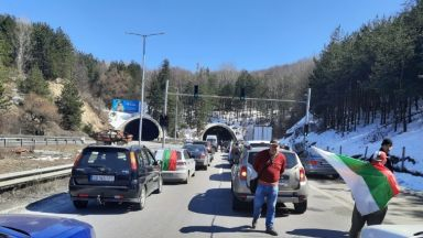 "Внезапна протестна блокада запуши магистрала ""Тракия"" и ""Орлов мост"""