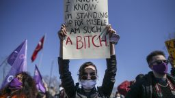 Стотици протестираха срещу оттеглянето на Турция от Истанбулската конвенция (снимки и видео)