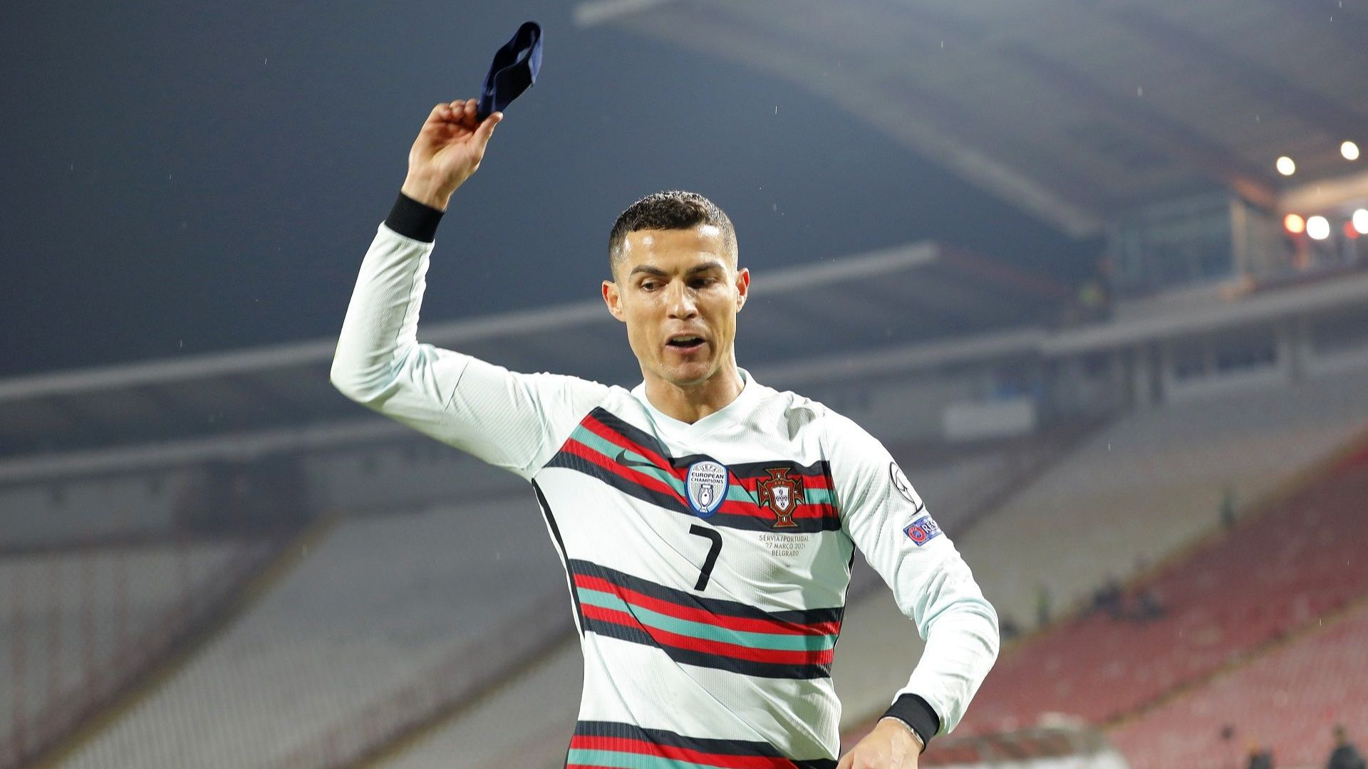 Капитанската лента на Роналдо бе продадена за 63 хиляди евро