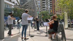 Музиканти в САЩ търсят нови начини да свирят пред публика в пандемията