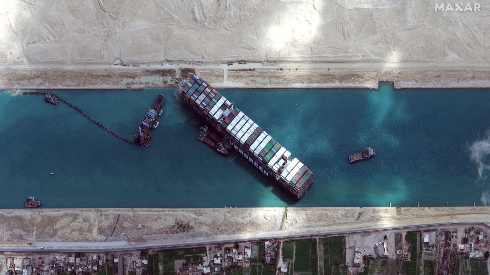 Опашката пред Суецкия канал достигна 370 кораба, а загубените приходи - $14 млн. на ден