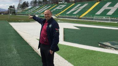 Един различен треньор: От бомбите в Белфаст и омразата на Уелс и Глазгоу, до България