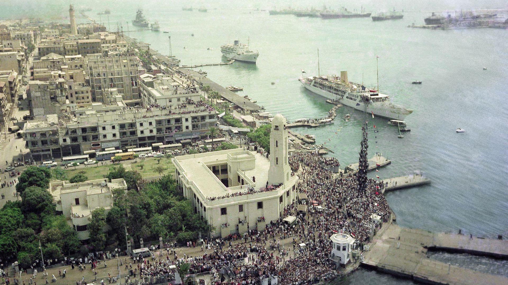 """""""Опашката"""" на Суецкия канал ще премине за 3 дни и половина"""