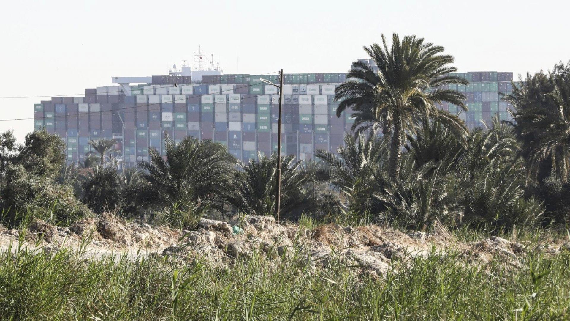 Суецката блокада: Какви са уроците за света и за България