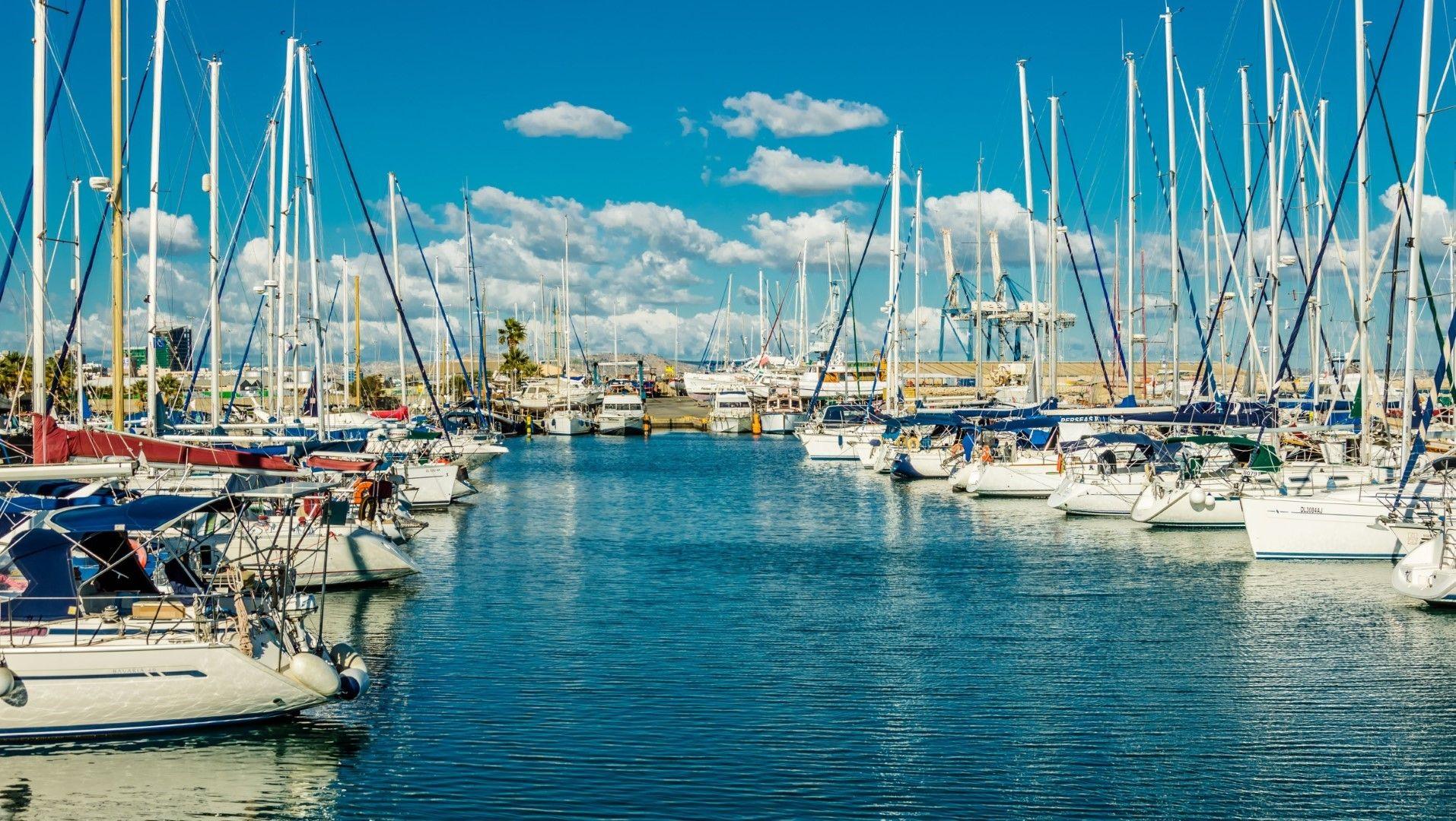 Пристанището на Ларнака