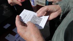 Показаха пред ЦИК как се ползват машините за гласуване (снимки)