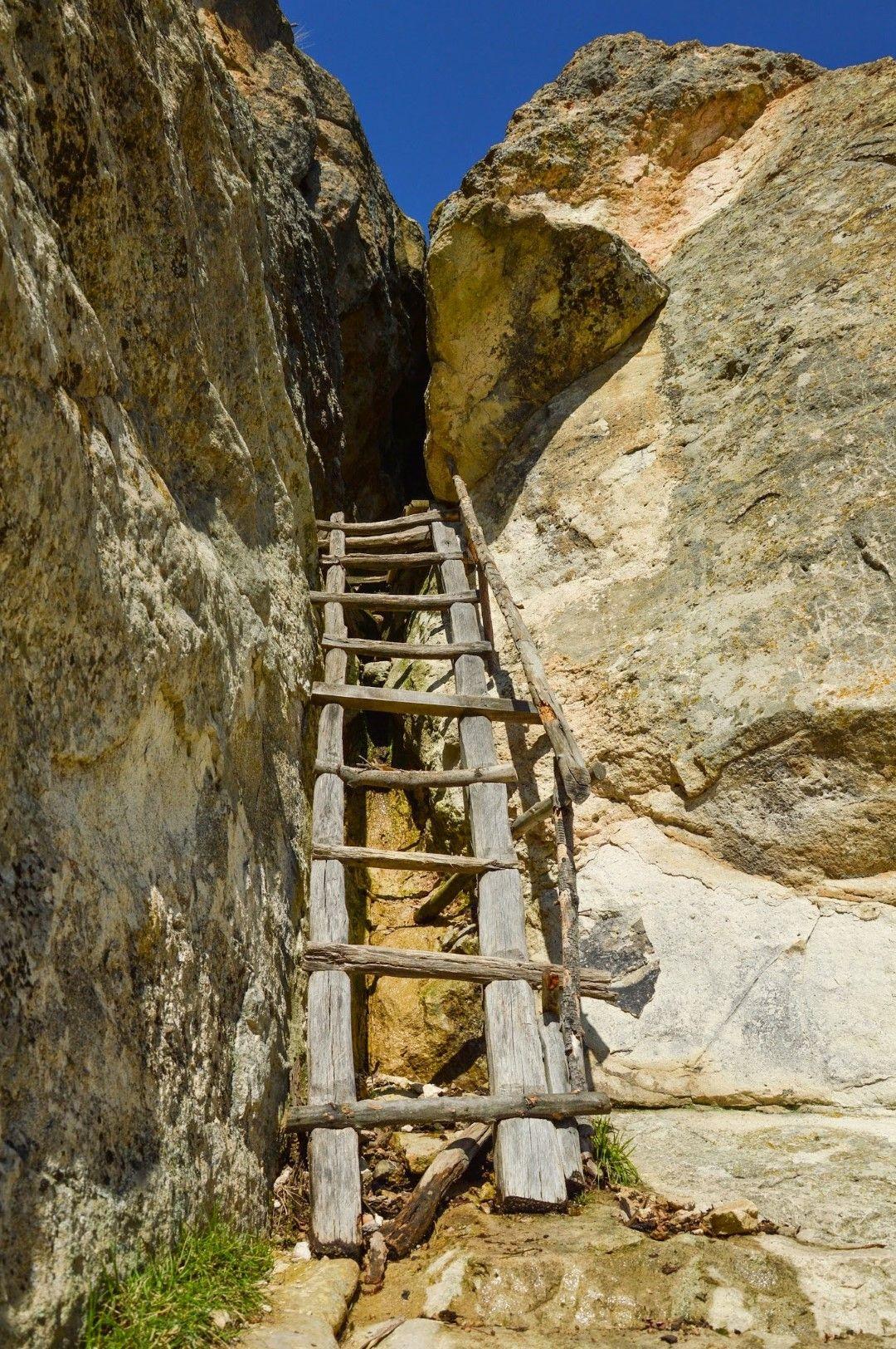 Стълбата към пещера Утробата